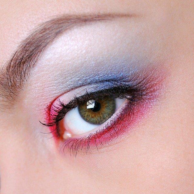 Mineral Makeup: Safe or Toxic? | Dr. Lauren Deville, Naturopathic Doctor - Tucson, AZ